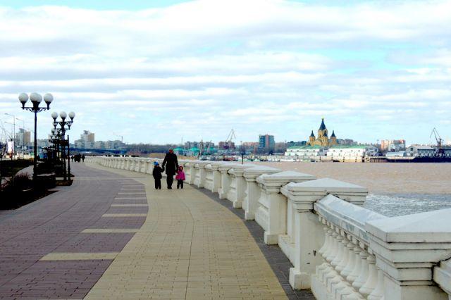 Синий забор наНижне-Волжской набережной снесут за30 млн. руб.