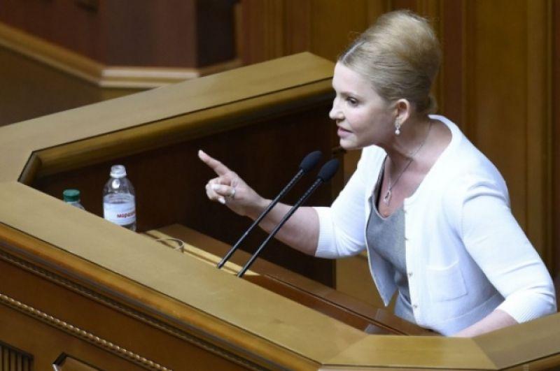 После прихода в парламент Тимошенко решила кардинально сменить имидж. Поговаривали, что это было связано с новыми политическими решениями