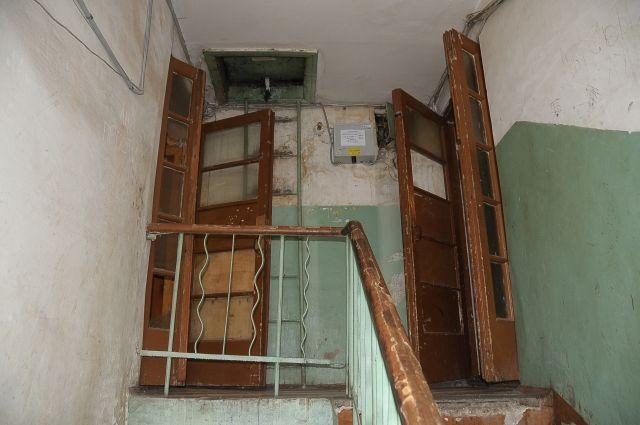 Почти 15 лет назад этот дом был признан аварийным.