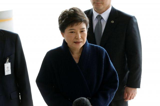 Экс-президент Южной Кореи вернулась домой после 20 часов пребывания впрокуратуре