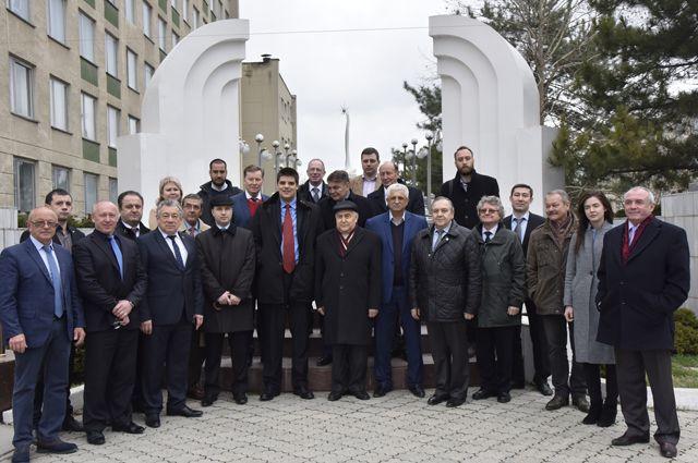 Делегация европейских политиков во время посещения Симферополя.