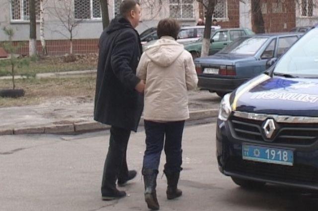 Киевлянка выбросила нездорового мужа изокна, асама передумала прыгать
