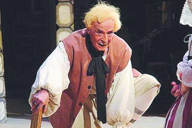 Многие годы артист служил в омском музыкальном театре.