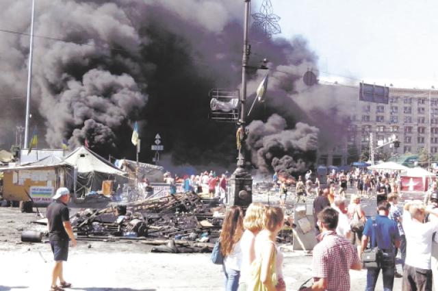 Майдан начался с мирной демонстрации. А потом пролилась кровь.
