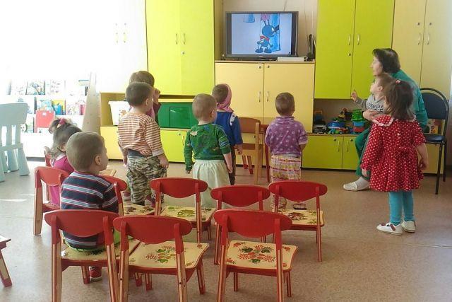Одно из любимых занятий малышей - просмотр мультфильмов