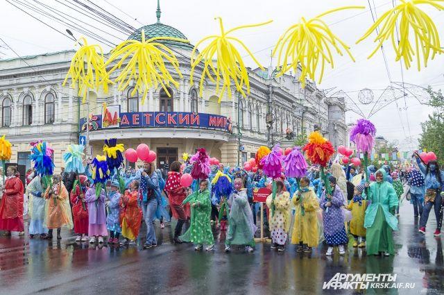 11 лет в Красноярске проходит детский карнавал.