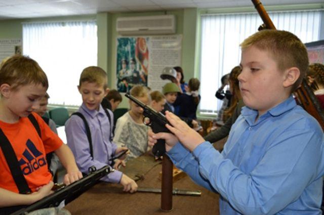 Таркосалинские школьники побывали в музее ОВД.