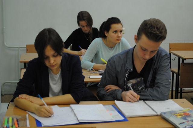 Для сдачи экзамена в досрочный период подали заявления 17 выпускников.