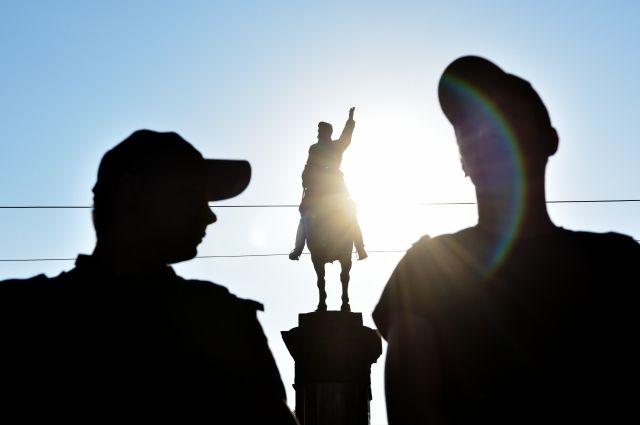 Полиция завела дело по факту повреждения памятника Николаю Щорсу в Киеве