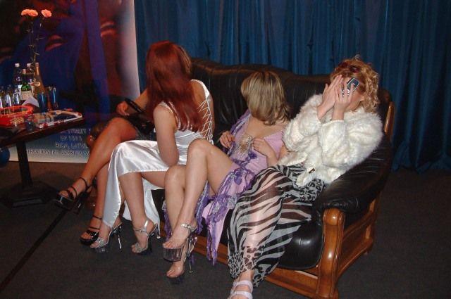 Сутенёрам девушек лёгкого поведения пришлось отдавать значительную часть выручки.
