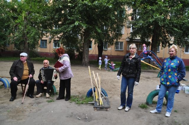 Чаще всего с инициативы сотрудников КТОСа во дворах проводят субботники.