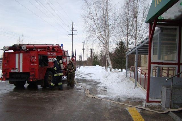 Из-за короткого замыкания в Голышмановском районе горел навес с техникой