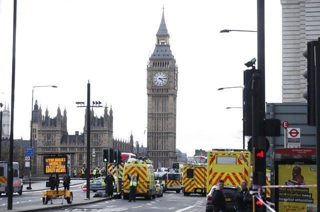 Из-за сообщения оподозрительном пакете встолице Англии закрыли станцию метров