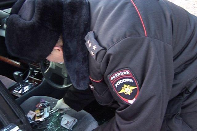 Гражданин Иркутска хотел познакомиться сдевушкой, а врезультате лишился машины