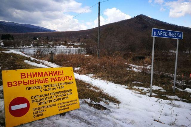 Cотрудники экстренных служб начали подрыв льда наПриморских реках