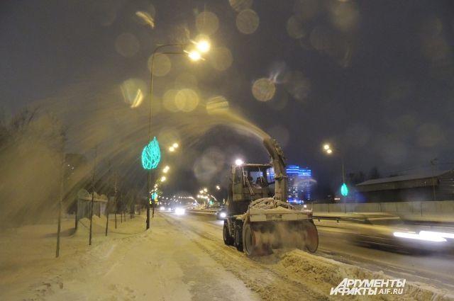 Снег с улиц мегаполиса ежедневно вывозят за город