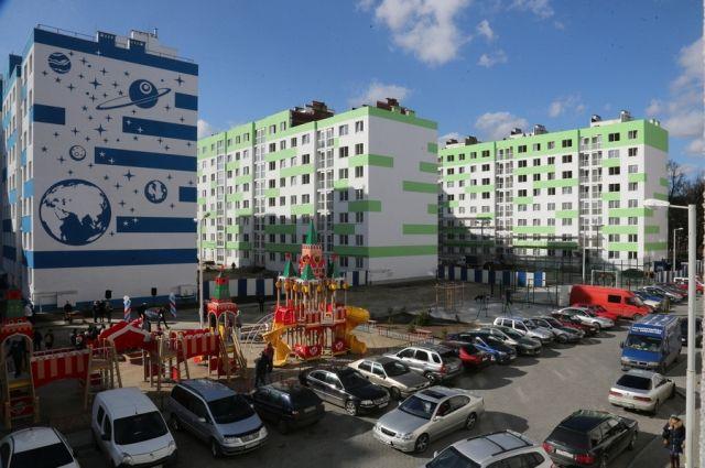 32 жителя аварийных домов Калининграда получили ключи он новых квартир.