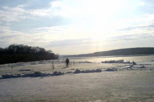 Около Сартаково мужчину сняли сдрейфующей льдины