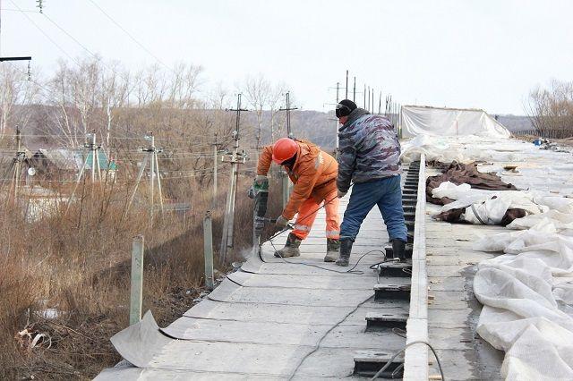 Мост планируют ввести в эксплуатацию до 9 мая.