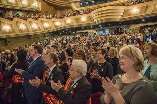 Губернатор области провел тордественный прием в Музыкальном театре Кузбасса.