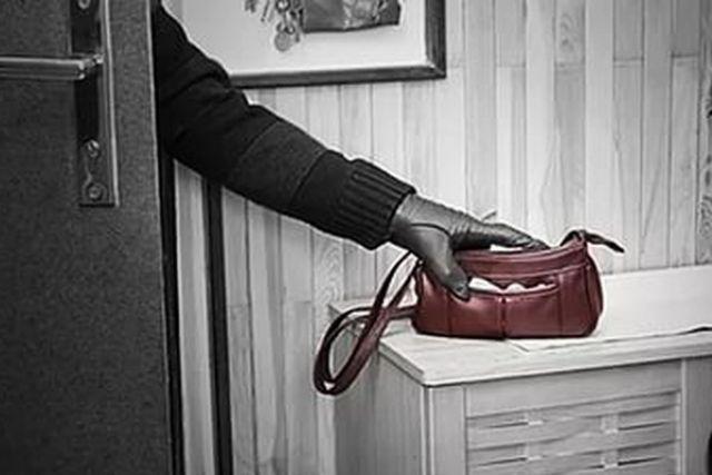 ВВологде гость  больницы  похитил  врегистратуре сумку сденьгами
