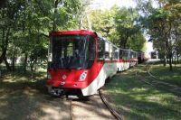 Также до конца текущего месяца в мэрии планируют завершить модернизацию 28 вагонов главной трамвайной линии города, оборудовав их необходимыми устройствами для безналичной оплаты