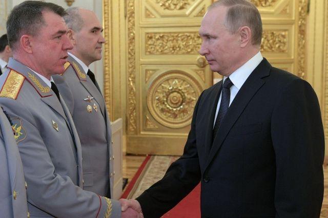 Путин встретился софицерами, назначаемыми навысшие командные должности
