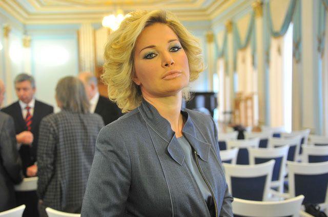 Максакова в сопровождении охраны покинула отель, где был убит Вороненков
