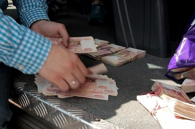 Средний размер взятки в Калининградской области составил 104 тысячи рублей.