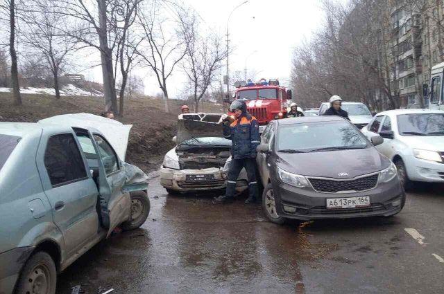 Наулице Академика Антонова шесть человек пострадали вмассовом ДТП
