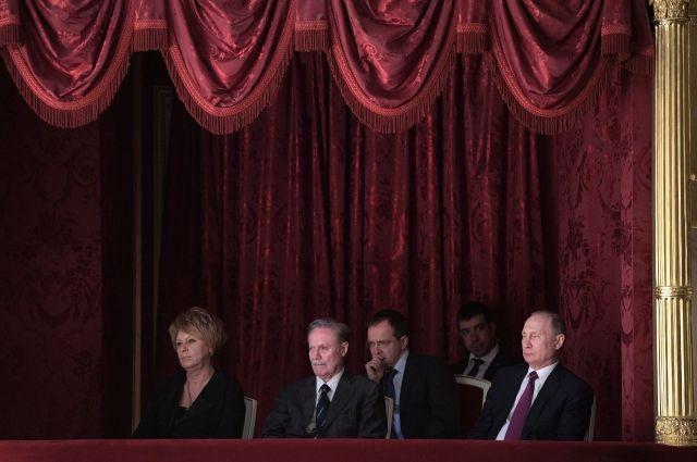 Путин посмотрел спектакль в Малом театре и похвалил игру актеров
