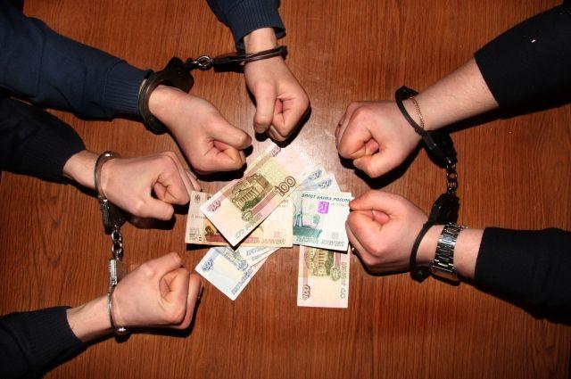 В отношении восьми сотрудников федеральных органов государственной власти возбуждено 63 уголовных дела.