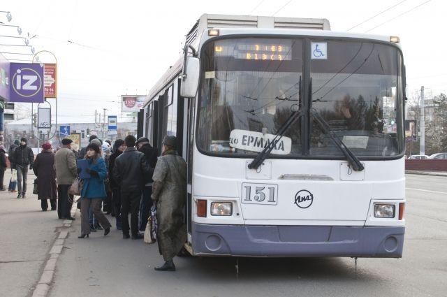 Омичи жалуются на состояние автобусов.