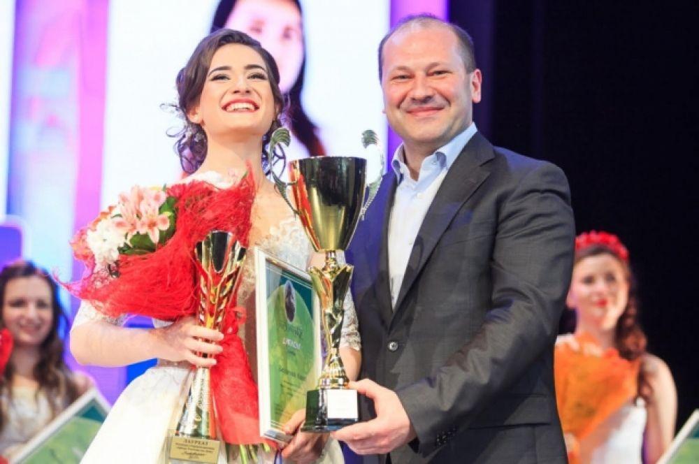 Более 60 старшеклассниц городских школ приняли участие в районных этапах конкурса «Ростовчанка – 2017».