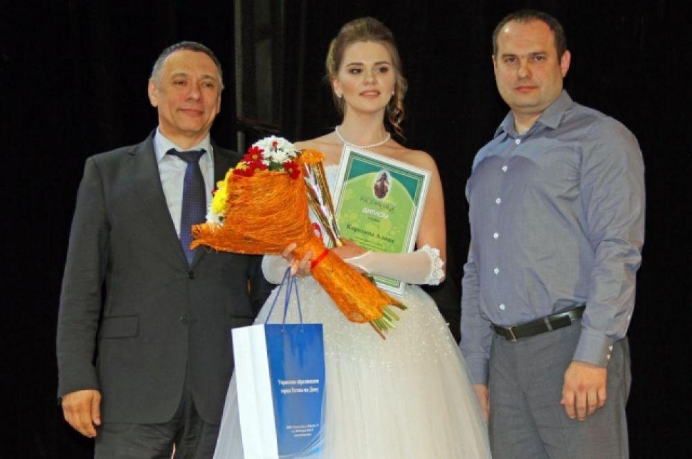 Первый заместитель главы администрации города Александр Скрябин приветствовал участниц, их родителей и педагогов.