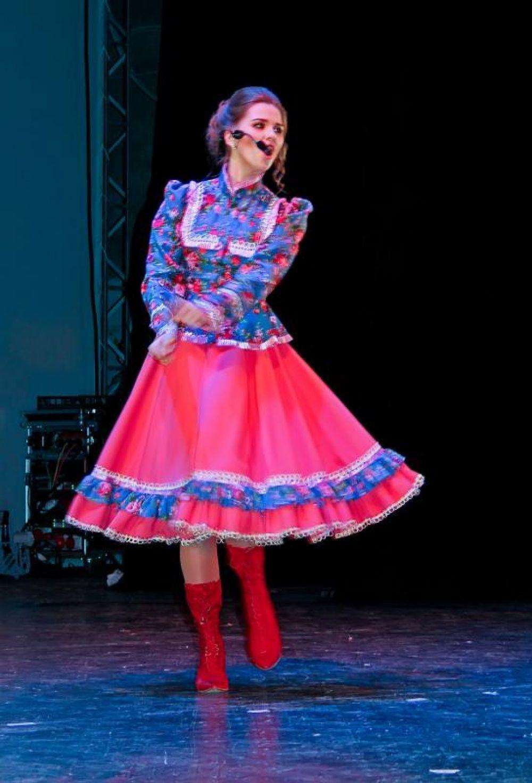 В завершающем этапе конкурса участницы продемонстрировали свои творческие способности в хореографии, вокале, актерском мастерстве.
