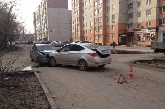 ВТамбове столкнулись иностранная машина иВАЗ, пострадавшие в клинике