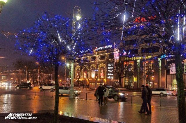 Иллюминацию в центре Калининграда отключат на один час.