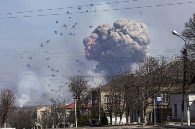 Взрывы на складе боеприпасов в Балаклее: видео очевидцев
