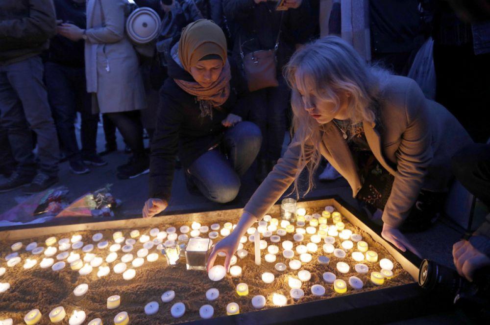 Свечи в память о жертвах теракта.