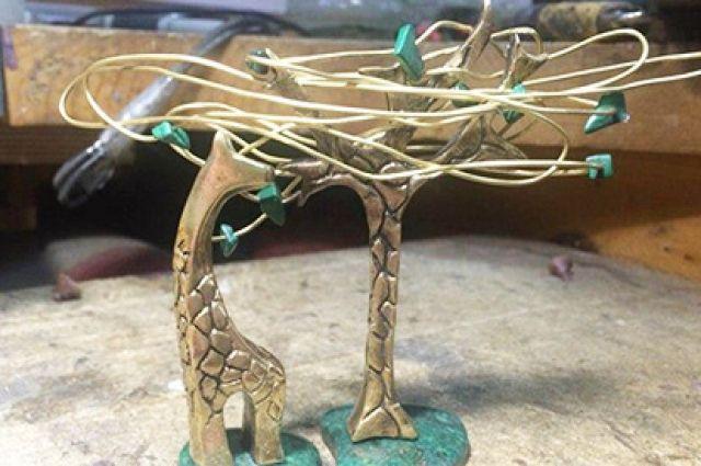 По словам девушки, на мысль о создании такой статуэтки её навел подарок, который она получила 10 лет назад, - нэцке.