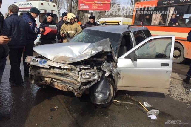 В трагедии смаршрутным такси пострадали трое саратовцев