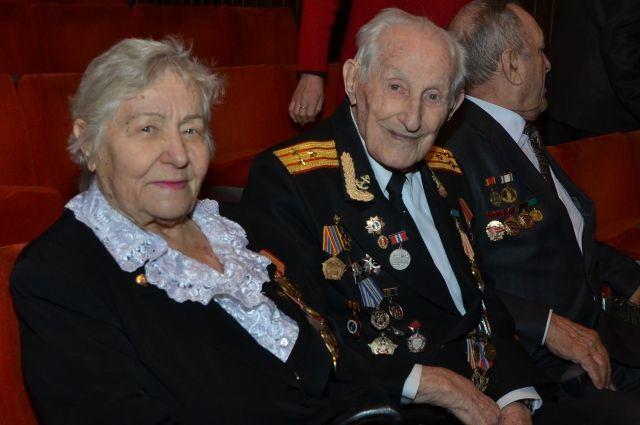 НАЗАРОВ распределил ветеранам ВОВ выплаты коДню Победы