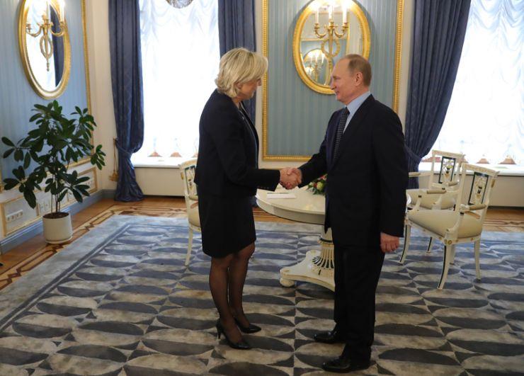 В ходе встречи с президентом РФ Владимиром Путиным.