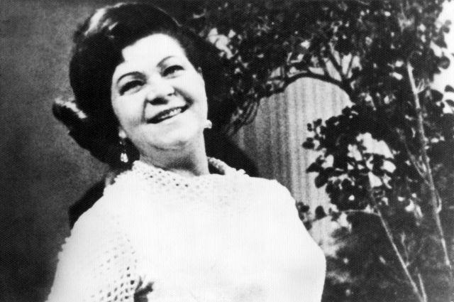 В блокадном Ленинграде артистка дала более 500 концертов.