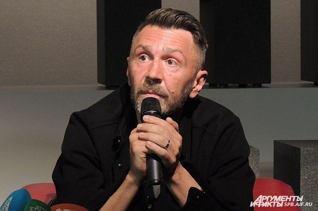 Сергей Шнуров икультуролог Эткинд поддержали Европейский институт вПетербурге