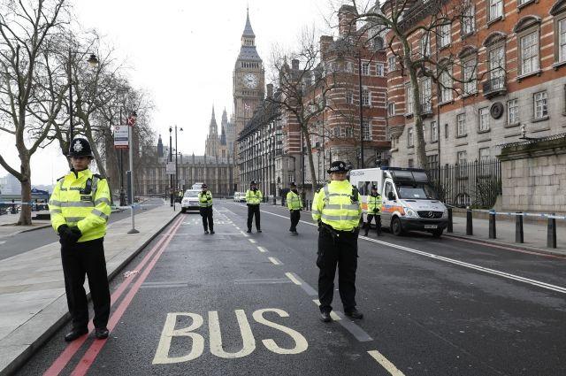 В Лондоне после наезда автомобиля на пешеходов задержаны четыре человека