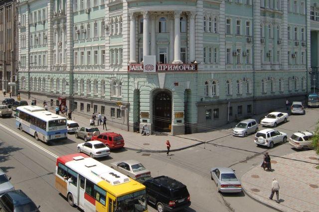 Силовики изымают документы вголовном офисе банка «Приморье»