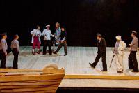 Актёры театра с удовольствием погрузились в сказку про пиратов.