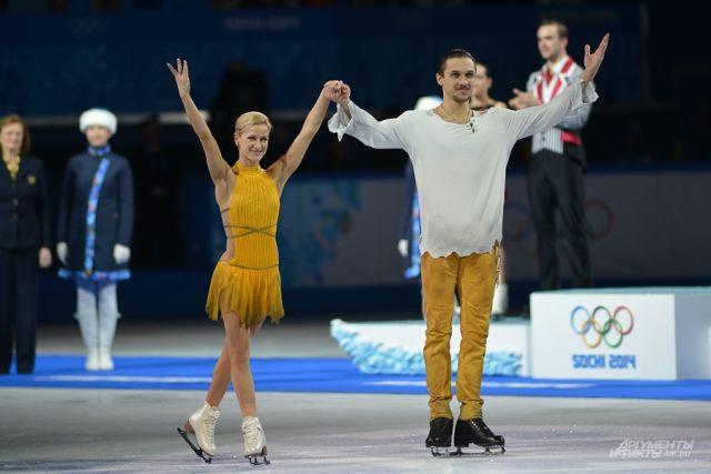Сами олимпийские чемпионы предпочли воздержаться от комментариев по поводу прошедших крестин.